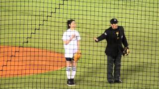 プロ野球 2015年/佐々木希さんによる始球式 【3/31@QVCマリン】