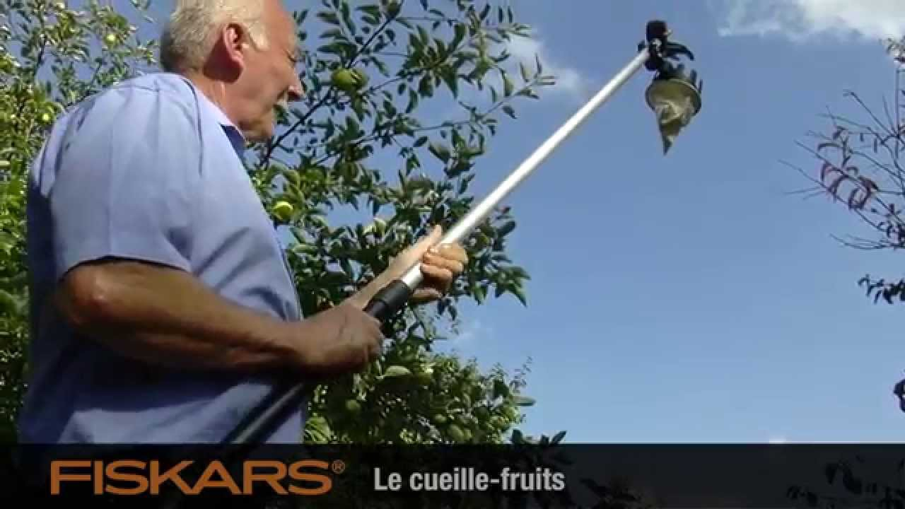 Vid o fiskars cueille fruits up80 ref 110970 youtube - Cueille fruit telescopique ...