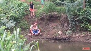Đi ròng rọc qua suối