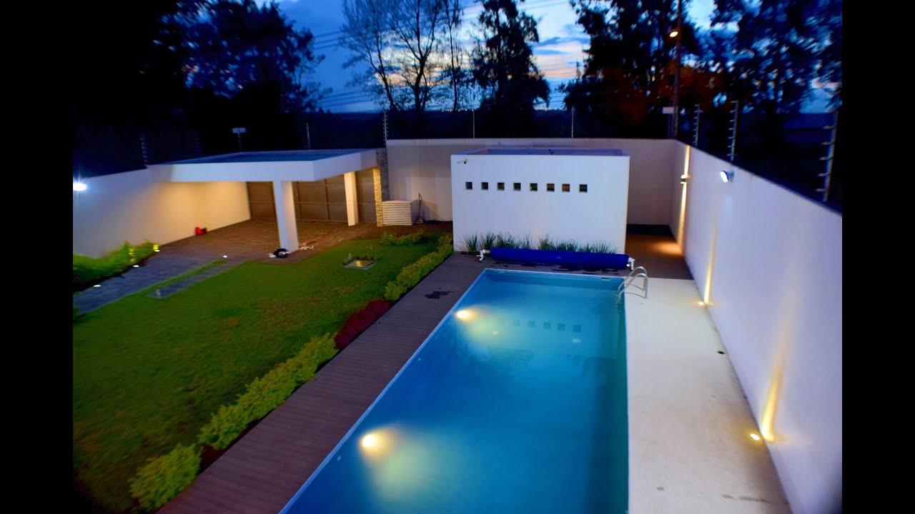 Casa de campo de lujo con alberca cerca de guadalajara for Fotos de casas de campo con piscina