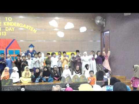 'Grad Ceremony 2013: Di sini kami berkumpul
