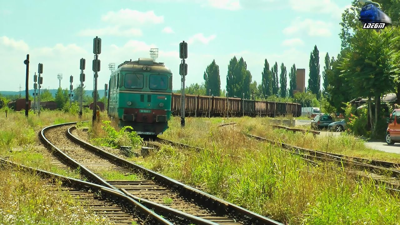 Delightful 060 DA 60 1345 2 Cu/with Naveta CFR MARFA Train In Gara Oradea Est Station    04 August 2016 Images