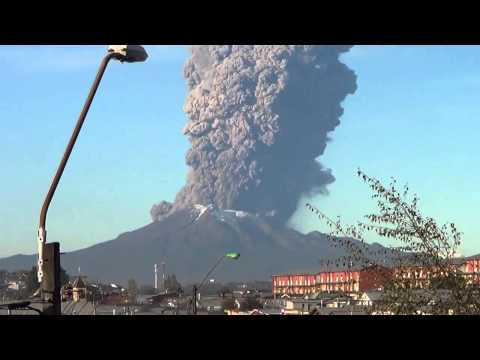 Ominous | Chile's Calbuco Volcano erupting | April 2015