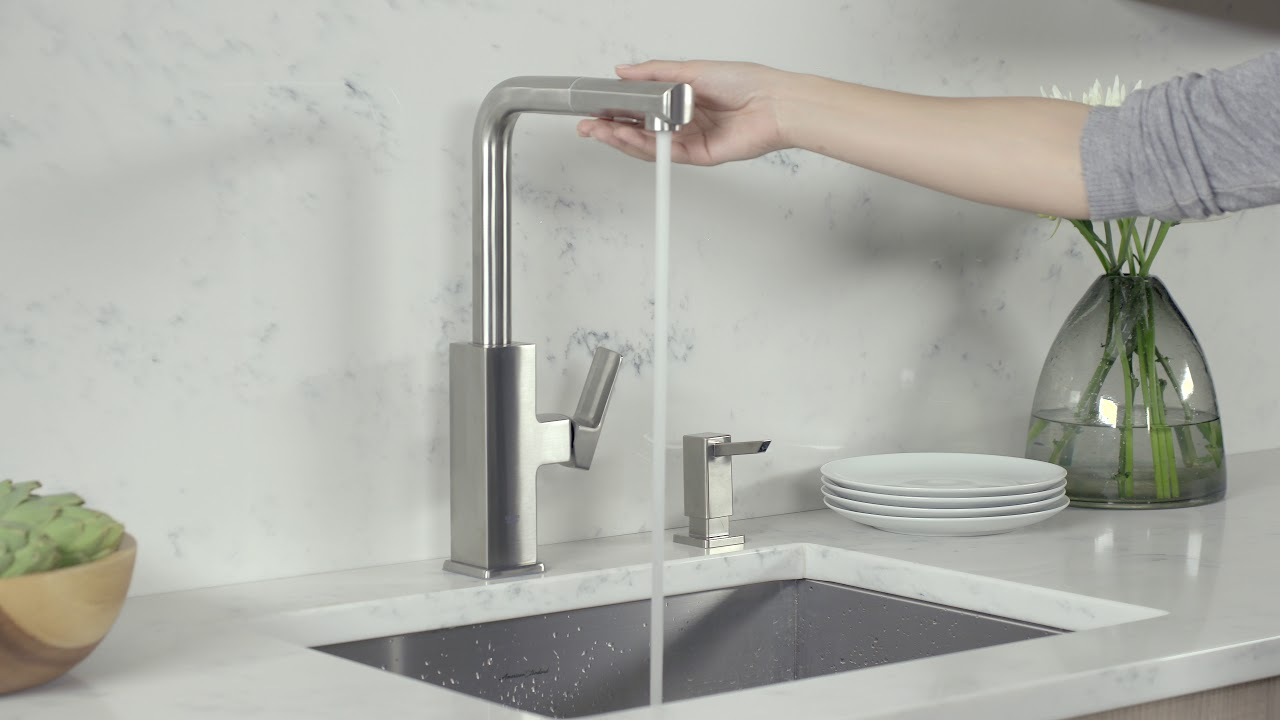 grohe tallinn pull out kitchen faucet product video