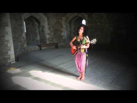 Kizzy Crawford - Y Ddrudwy (Castell Caerffili)