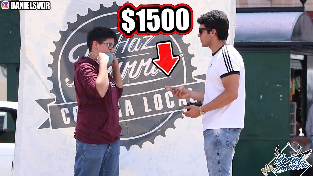 COMPRANDOLE SU CUBREBOCAS A LA GENTE POR $1500 (Experimento Social) Daniel Saavedra