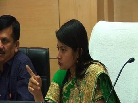 IAS B Chandrakala Ne Li Officers Ki Class - Live Video