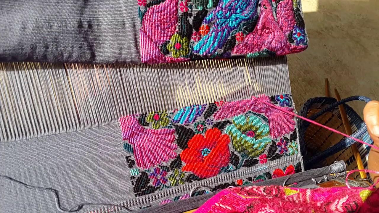 bb09f6bce Tejido de guipil - blusa típica de Guatemala - YouTube