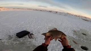 Зимняя рыбалка ДАЛЬНЕВОСТОЧНОЙ снастью на Сибирской реке Хапуга Хлопок в деле Крупный КАРАСЬ