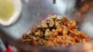 Как приготовить сациви(Грузинское блюдо – ореховый соус с курицей – готовит Нелли Додуа, повар грузинского цеха ресторана «Стран..., 2016-07-01T13:29:28.000Z)
