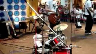 Cover images 3 years old Howard Wong playing drum on 美好特质,感动