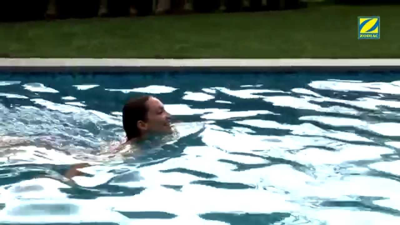 Como calentar la piscina bomba de calor zodiac youtube for Calentar piscina