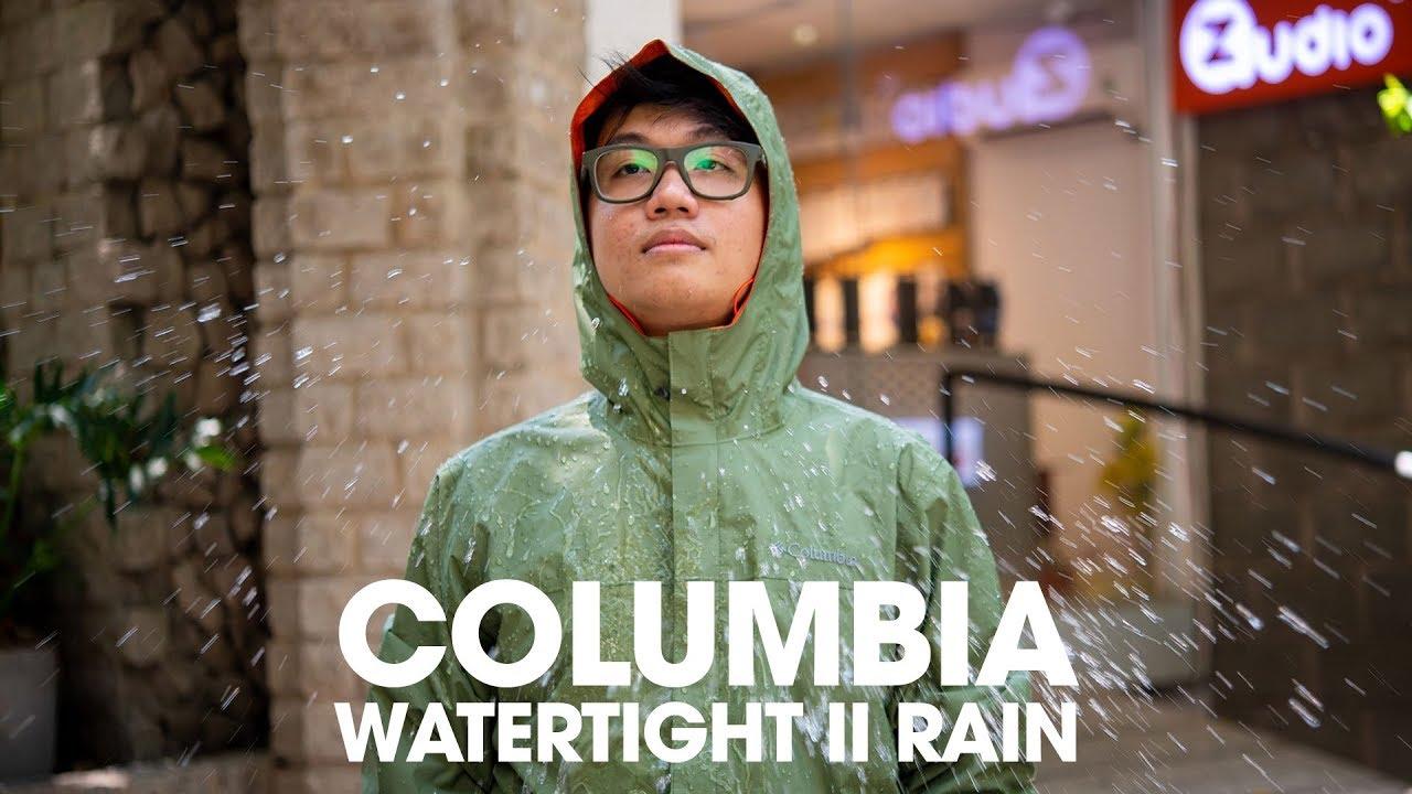 Trên tay áo khoác Columbia Watertight II Rain: Chống nước tốt, có ích trong mùa mưa Sài Gòn