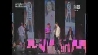 "Violetta en Radio Italia: ""All'Alba Sorgero"" por Martina Stoessel"