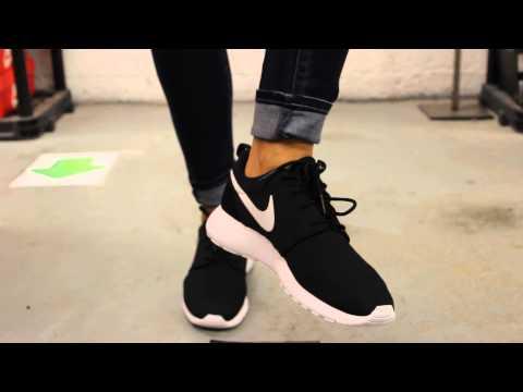 Wmns Nike Rosherun Black White Volt On