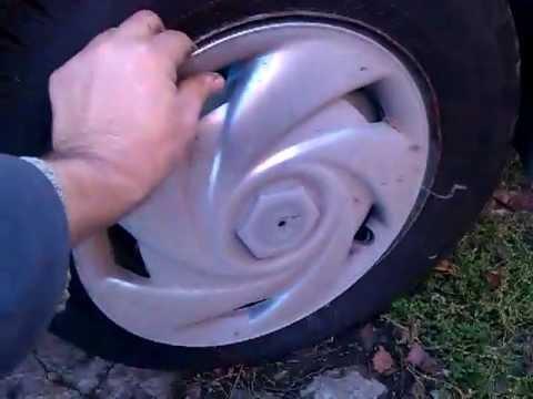 Колпаки на колеса, купить которые можно в нашем интернет-магазине это дополнительная защита автомобиля и дисков от грязи, реагентов, снега и. Комбинированное крепление — пластиковая база с металлической скобой и стальным ободом; колпаки выпускаются под три размера: r13, r14, r15.