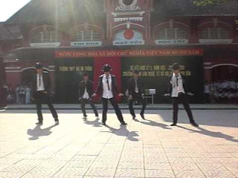 12a2 dance(Hai Ba Trung)Hue^