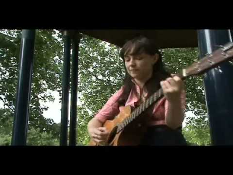 Laura Groves - I Am Leaving - Bandstand Busking Acoustic Session