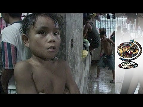 The Filipino Jails Crammed With Children And Adults Alike (2002)