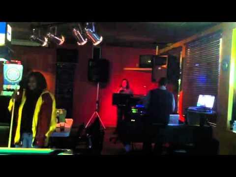 Nicole karaoke!