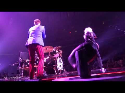Q ueen + Adam Lambert - HBD Roger & CLTCL - Prudential Center - Newark, NJ
