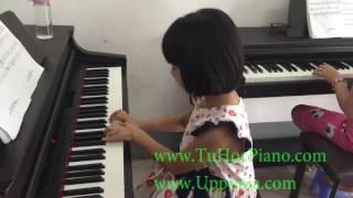 Lớp piano trẻ em Thủ Đức -  Quỳnh Anh - Merry Christmas [TT ÂN Upponia - Tự Học Piano.com]