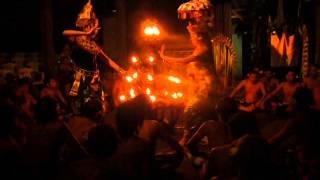 バリ島のケチャダンスの一部です。 バリ島ウブドで週3回開催されている...