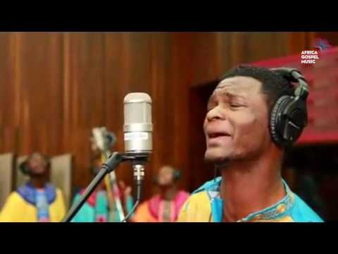 Joe Praize feat Soweto Gospel Choir  Mighty God Africa Gospel Music