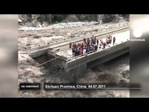 Daring Chinese flood rescue - no comment