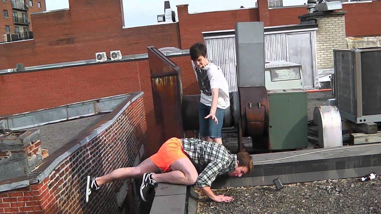Смешные и жесткие падения в паркуре Parkour Fails Youtube