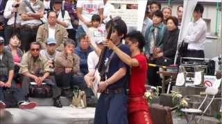 2012年10月13日・・大須大道町人祭のイベントで、津軽三味線の大道芸二...