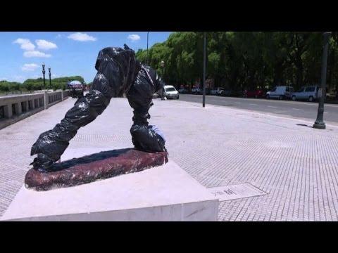 Decapitata la statua di Messi in Argentina: atto di vandalismo