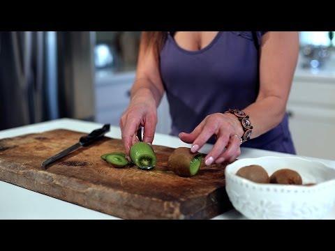 How to Peel a Kiwi | Muy Bueno