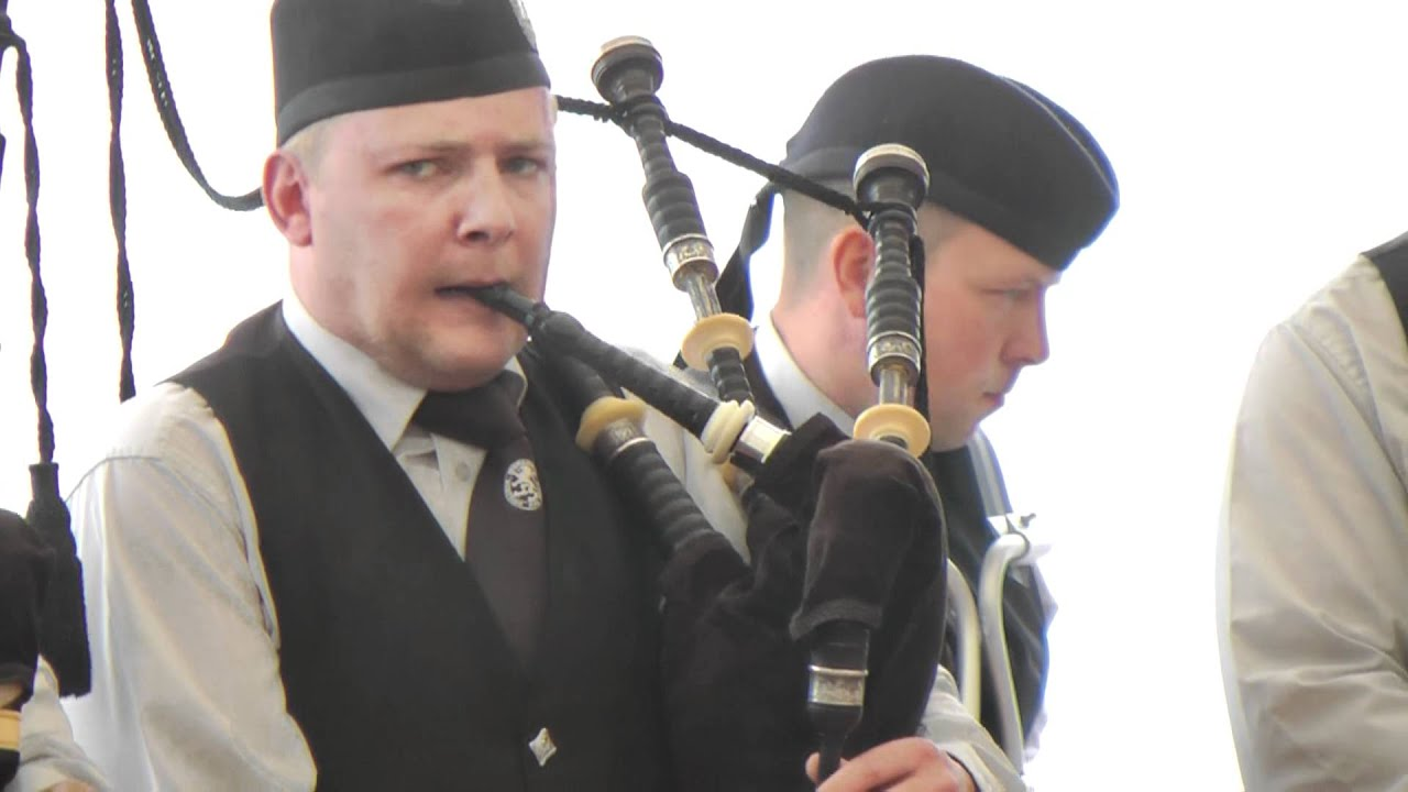 Wedding Bagpipe Music   EDINBURGH BAGPIPER FOR HIRE
