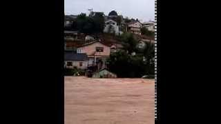 emchente arrasta casa em Rio bananal 17/12/2013