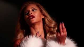 """Beyoncé Covers Italian Vogue -- """"New York Vintage"""" Gowns and Accessories Thumbnail"""