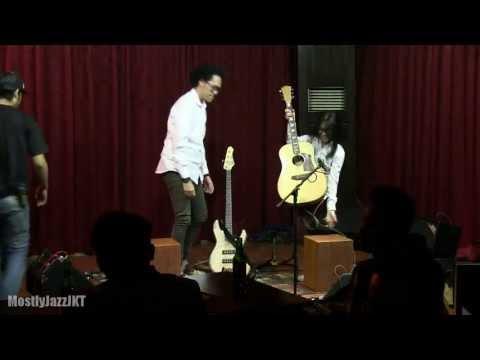 Endah N Rhesa - Living with Pirates @ Mostly Jazz 23/08/13 [HD]