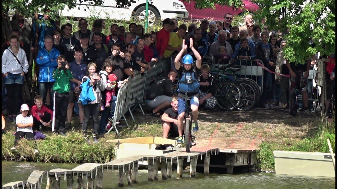 Video Nejdelší lávka pro soutěžní přejezdy přes rybník