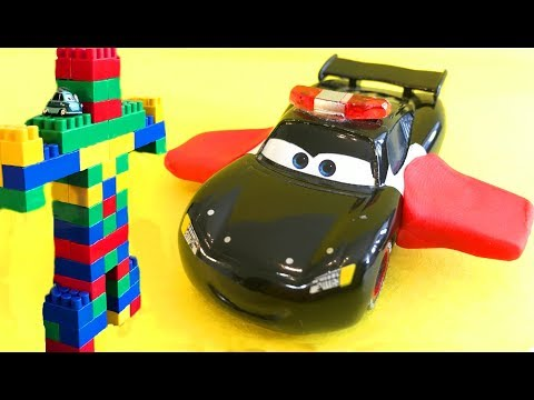 Тачки Маквин Полицейская Машина против Робота Гиганта Мультики про Машинки Cars McQueen