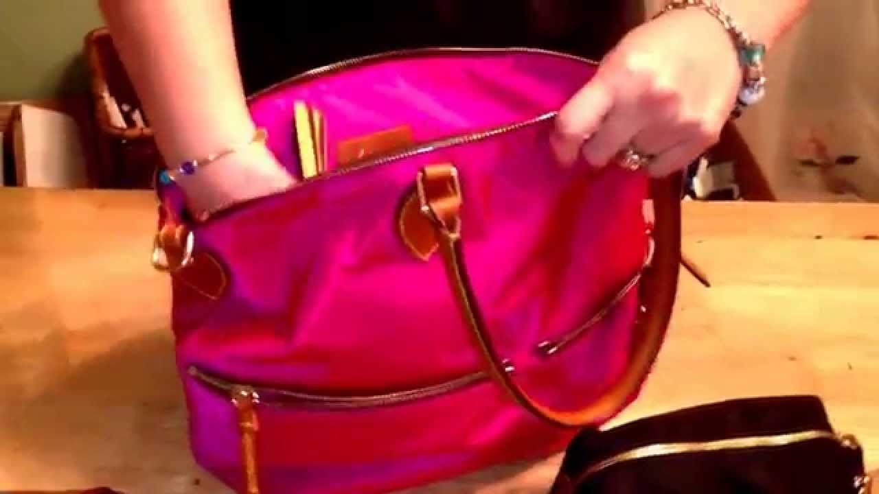 What's in my bag/Handbag tour/ Dooney & Bourke nylon satchel in ...