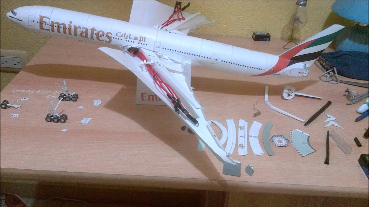 Papercraft Emirates B777 300ER Papercraft with LED lights