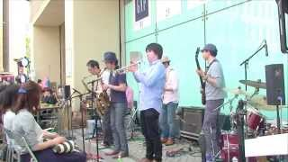 "Live performance by ""indigo YOKOHAMA"" amateur funk band of Yokohama..."