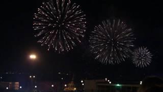 Тысячи одесситов собрались любоваться взрывами в ночном небе