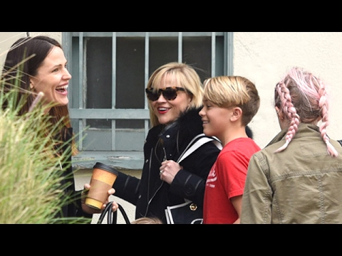 Jennifer Garner Bumps Into Reese Witherspoon And Family In Brentwood