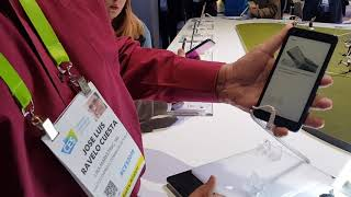 #CES2019: Hisense A6, un teléfono de 2 pantallas