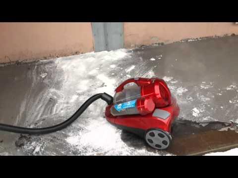 Водосос. Обычный пылесос засасывает воду.