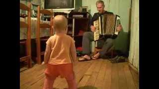 Bebê  dançando música gaúcha
