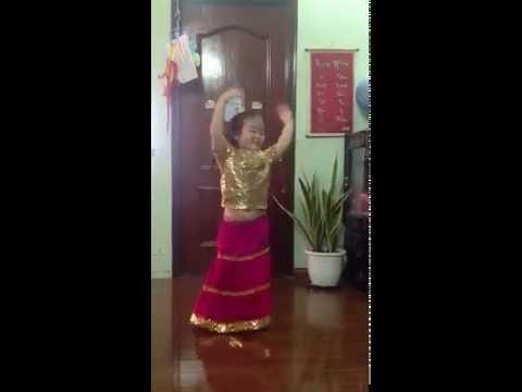 Kitty dance Aaj Ki Party