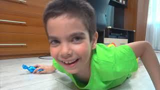 Андрей на синем тракторе играет в супергероя и ловит сиреноголовый забравшего Pop it SirenHead