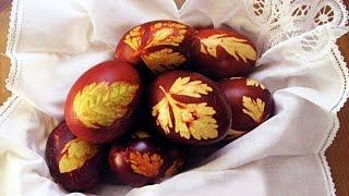 Красить яйца на пасху. | Paint eggs for Easter.